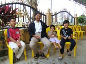 KP Ipoh Timor bersama anak tuan rumah